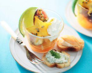 水切りヨーグルトのフルーツマリネ、カナッペ添え