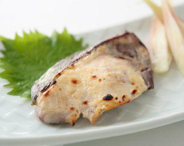 ヨーグルト味噌を使ったブリの西京焼き