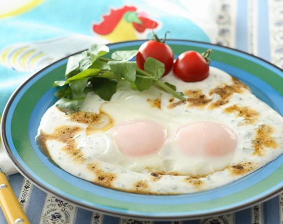 トルコ料理のチュルブル風目玉焼き